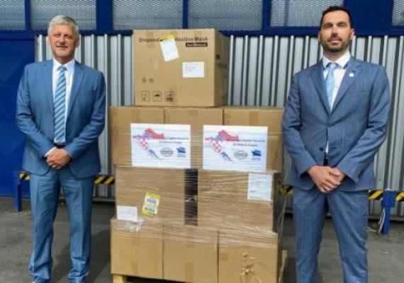 Riječka tvrtka Dragon Maritime Adria-COSCO Shipping Lines donirala Ministarstvu mora 25.200 zaštitnih maski
